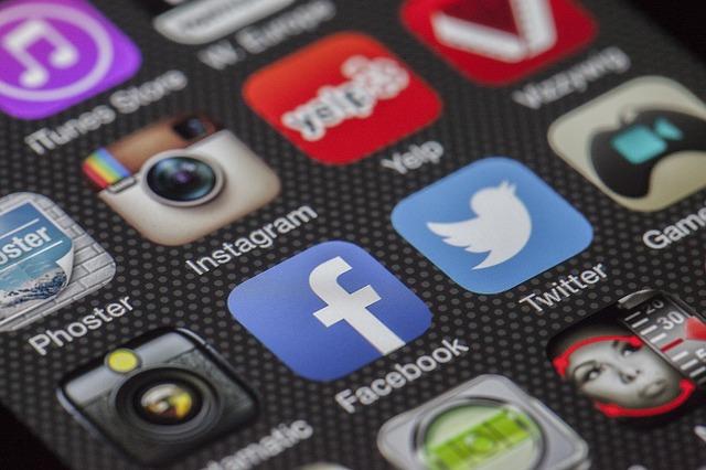 reseaux sociaux sur smartphone