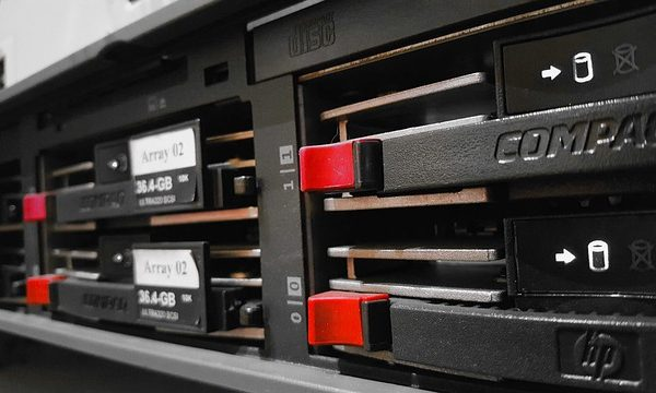 disques durs dans un serveur informatique